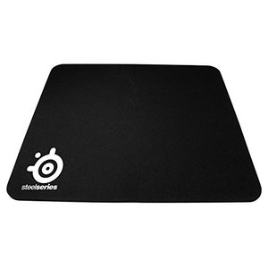 高品質の布素材から作り上げられた、正確かつ安定した滑りを可能にするマウスパッド。 底面にマウスパッド...