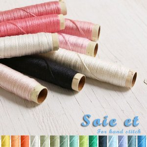 上品な光沢とやさしい肌触りをもつシルク100%の刺しゅう糸です。  京都の絹糸染め職人の手によって染...