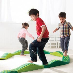 ウェイブバランス平均台 グリーン 低床型平均台 バランス遊具|tsumura