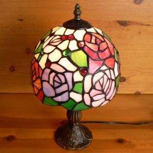 ステンドグラスランプ 淡い色の薔薇の花 (アルティシモ) 中型 21×h35.5  【照明・スタンド】|tsuruyakagu