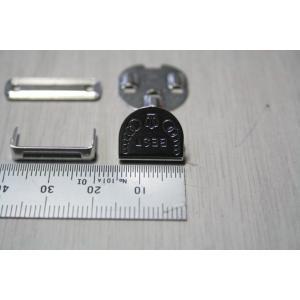 サイズ:縦約1.5cm、横約1.3cm 色:シルバー(白)、ブラック(黒) モリト製の前カンです。打...
