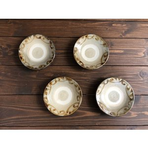 沖縄の器やちむんです。個性的な器 4.5寸皿重飴唐草 照屋窯 照屋佳信