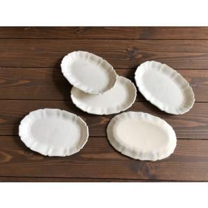 信楽焼、堂本正樹さんの粉引洋楕円皿です。  ------ 使うたび、色んな表情が現われる -----...