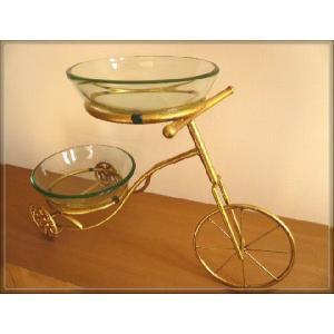 ガラスボール2個とゴールドアイアン製自転車スタンドが付いたお洒落な水鉢です。  メダカ、金魚、水草、...
