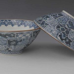 清水焼 夫婦茶碗 菊彫祥瑞 (きくぼりしょんずい) 菊花模様に彫られた生地が手に良くなじみます。祥瑞...