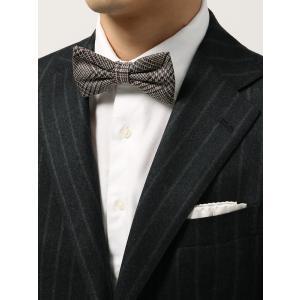 イタリア製の生地を使用し、日本で縫製したこだわりの蝶ネクタイ。上質なシルク100%で仕上げた、高級感...