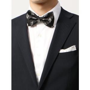 イタリア製の生地を使用し、日本で縫製したこだわりの蝶ネクタイ。上質なシルク100%で仕上げた高級感の...
