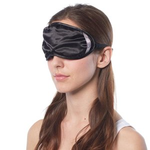 中山式独自の立体形状で顔の複雑な曲線にフィット。鼻の隙間を塞ぐ立体ギャザー付きで、光を遮る構造になっ...