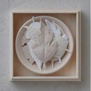 葉っぱのお香 HAKO(ハコ))【6枚木箱入り 皿付き】|umd-tsutayabooks