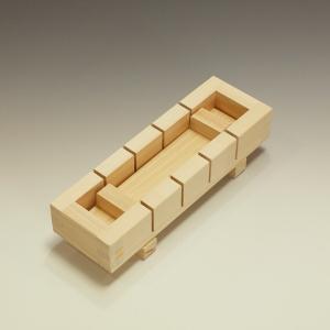 外寸:21.8×7×高さ5.5cm 内寸:18.5×4×深さ4cm 容量:約0.3合 材質:桧