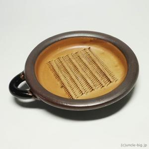 陶器で出来た大根おろし器 です。 日本製 です。   生産終了品です。  すりおろしたまま食卓にも出...