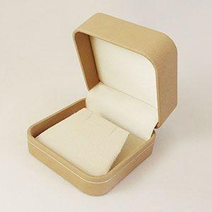 【即納】手触りバツグンの本格高級仕様のピアスケース(ベージュ)|united-jewellery