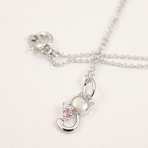0.01ctの天然ダイヤモンドとピンクトルマリンをあしらった猫モチーフペンダント メール便可 united-jewellery