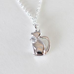 天然アクアマリンをあしらったおすまし猫ペンダントネックレス メール便可 united-jewellery
