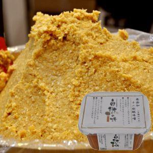 塩度11.8%、糀歩合120%、甘口、淡色。 米麹12割を使用(大豆よりも米が多い贅沢な味噌)山万伝...