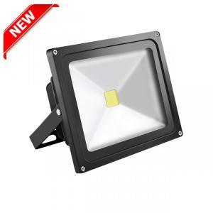LED採用の省エネ投光器ライトです。 約20Wと省電力で、従来の200W相当の明るさです。 IP65...