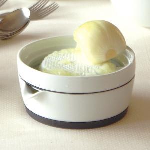 スムーズな動作ですりおろせるよう設計された、ダイコンおろし皿です。 受け皿はたっぷりの容量で、そのま...