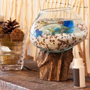 流木にガラスを垂らし成型したガラスのオブジェです。  1つ1つ天然の流木に合わせて手作りで作られてお...