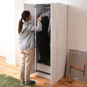 クローゼット 扉 収納棚 ハンガーラック スリム おしゃれ シンプル ロッカー 家庭用の写真