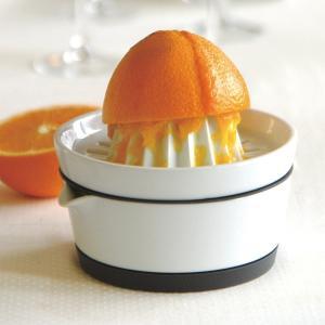 そのまま食卓で使えるデザインと機能の調和がとれた、スマートなキッチンツール「レモン絞り器」です。 食...