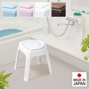 ありそうで無かった! クッションマットがセットになった風呂椅子です。  柔らかい素材のクッションマッ...