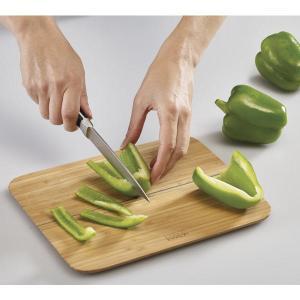 切った食材をこぼさず簡単にお鍋に注ぐことができるまな板!  丈夫で耐水性に優れた竹製で包丁による傷や...