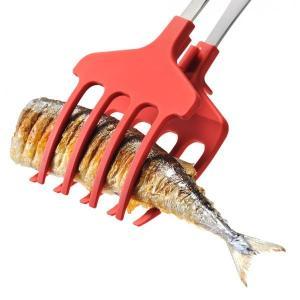菜箸では崩れやすい煮魚もしっかりキャッチする「おさかなキャッチャー」です。 幅が広い形状なのでサンマ...