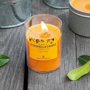 爽やかな柑橘系の香りがする虫よけキャンドル(カップ入り)です。  カップは熱に強いポリカーボネート製...