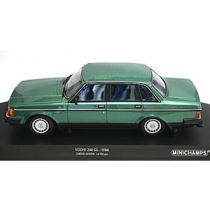 ボルボ 240 GL 1986 グリーンM (1/18 ミニチャンプス155171400)