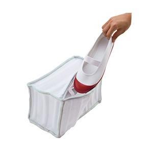 シューズ専用のクッション材が入った洗濯ネットです。洗濯槽内でゴツゴツとシューズのあたる音が気になりま...