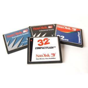 (中古品)CFカード サンディスク 32MB 1枚 型番不問 コンパクトフラッシュ SanDisk _|vaps