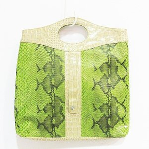 ハンドバッグ 鞄 パイソン型押し フェイクレザー 緑 グリー...