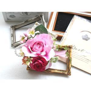 スイートピンク色のバラのコサージュ vertpalette-store