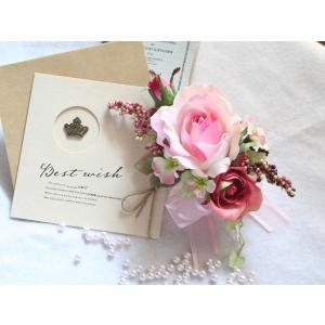 ピンクの流れるようなラインのバラのコサージュ vertpalette-store