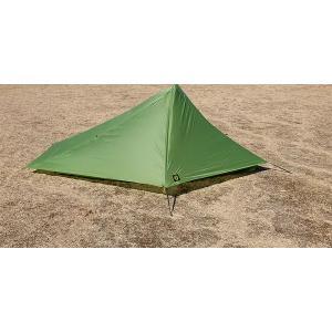 スカイスケープは中心部をずらして2本のポールでサポートする構造となっています。テントの頂点を中心から...