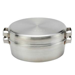 家庭のキッチンで使うという、新発想のダッチオーブンです。フタは逆さにして重ねればハーフサイズとなり、...