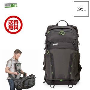 バッグを降ろすことなくすべての機材にアクセス可能  開閉式のバックパネルからメイン気室へアクセスする...