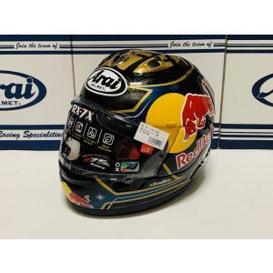 モトGPライダー ダニ・ペドロサ選手最後のサムライ・スピリッツ ヘルメットにレッドブルのステッカーを...