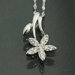 送料無料 独自ネックレスが好評 天然ダイヤモンド 計約0.14ct 5フラワー ペンダント ネックレス K18WG(18金ホワイトゴールド)レディース|virgindiamond