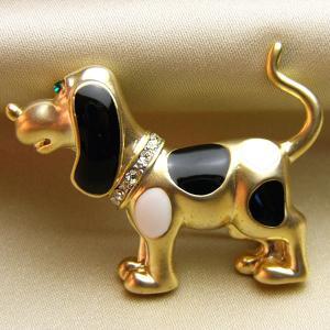 ブローチ 七宝アクセサリービーグル犬ブローチ 白・黒ゴールド |vivace-yokohama