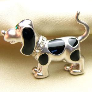 ブローチ 七宝アクセサリービーグル犬マットシルバー色ブローチ クロ|vivace-yokohama