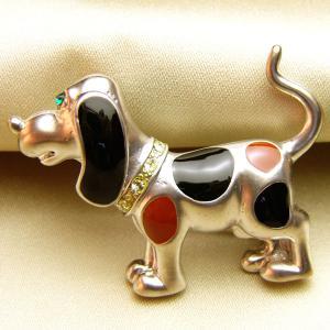 ビーグル犬の七宝ブローチ マットロジュウムメッキ黒・茶|vivace-yokohama