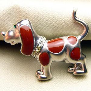 ビーグル犬の七宝ブローチ マットロジュウムメッキとブラウン |vivace-yokohama