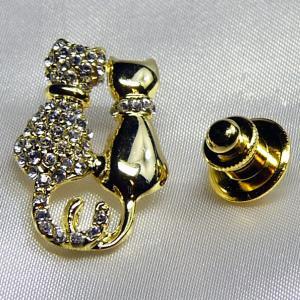 タックピンブローチ ネコ2匹 ゴールド&ダイヤモンド(クリスタル)|vivace-yokohama