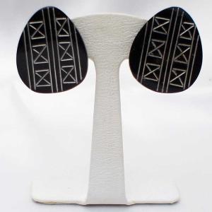 イヤリング アメリカ製 天然素材のクリップイヤリング ティアドロップ型|vivace-yokohama