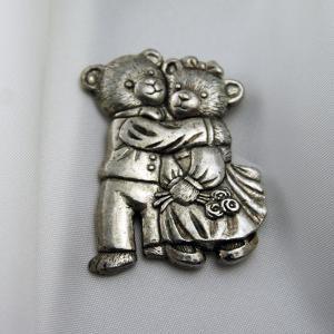 スペイン製 ピンブローチ クマさんの求愛|vivace-yokohama