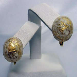 イタリア製ベネチアンビーズ白と金のクリップイヤリング|vivace-yokohama