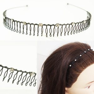 ワイヤーで作られたカチューシャなので、髪にとってもフィットします!  しめつけ感が少なく、コーム部分...