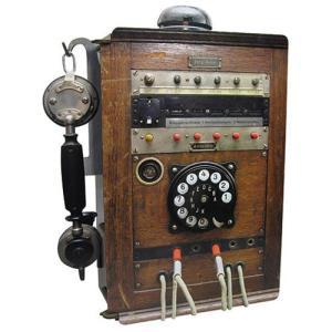 ヴェルクハウス 木製ケース 【レトロな公衆電話型】|volksmarkt