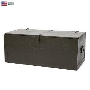 ■商品説明 こちらの木箱は米陸軍がフィールドで使用するフットロッカー(靴箱)です。 オリーブグリーン...